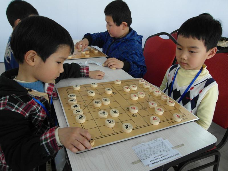 一位幼儿园中班家长对学习象棋的